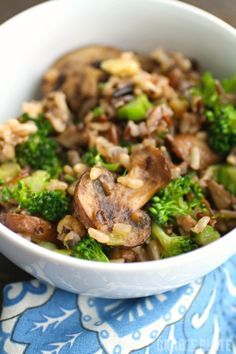 Searching for a side dish? Try Wild Rice, Mushroom & Broccoli Skillet Side #sponsored #Swanson @swansonbroth @campbellkitchen