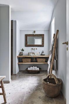 Rustic bathroom A Scandinavian bathroom with rustic interior and a relaxed vibe. Scandinavian Bathroom, Scandinavian Interior Design, Interior Modern, Interior Ideas, Interior Architecture, Modern Rustic Interiors, Small Bathroom Interior, Design Bathroom, Simple Bathroom