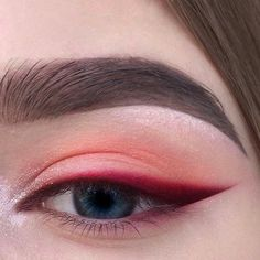 Red eyeshadow with bright red, sharp winged eyeliner. Eyeshadow ideas, eyeshadow Red eyeshadow with bright red sharp winged eyeliner. Eyeshadow ideas eyeshadow - Das schönste Make-up - Red eyeshadow with bright red sharp winged eyeline - Makeup Goals, Makeup Inspo, Makeup Inspiration, Makeup Tips, Makeup Ideas, Makeup Hacks, Makeup Basics, Style Inspiration, Hair Hacks