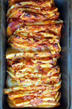 Pepperoni Pizza Pull-Apart Bread Recipe