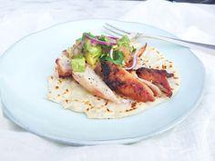 Kip wraps maken? Deze goddelijke tortilla wraps komen van de bbq maar oven kan ook. Recept www.madebyellen.com