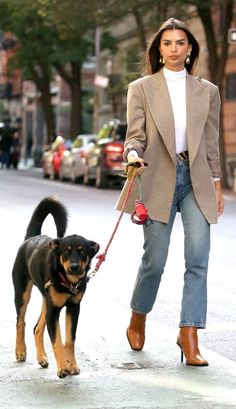Jennifer Aniston and Every Other Celeb Wear This Staple Trending at Nordstrom Best Emily Ratajkowski outfit in jeans and blazer Outfit Jeans, Blazer And Shorts, Tan Pants, Jennifer Aniston, Katie Holmes, Nordstrom, Emily Ratajkowski Outfits, Emily Ratajkowski Dog, Chic Outfits