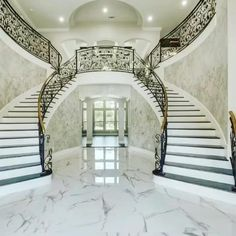 Staircase Design Modern, Luxury Staircase, Modern House Design, Grand Staircase, Palace Interior, Mansion Interior, Luxury Homes Interior, Mansion Rooms, Design Living Room