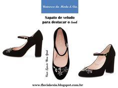 Sapato de veludo com aplicações de cristais é fashion! Confira mais detalhes no blog Universo da Moda & Cia.