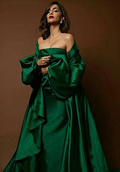 Latest photos of Sonam Kapoor Indian Celebrities, Bollywood Celebrities, Bollywood Fashion, Bollywood Actress, Sonam Kapoor, Deepika Padukone, Diva Fashion, Fashion Art, Fashion Women