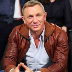 The Daniel Craig Fixation Rachel Weisz, Daniel Craig Style, Daniel Craig James Bond, James Bond Actors, Tight Jeans Men, Daniel Graig, James Bond Style, Favorite Movie Quotes, Outfit Grid