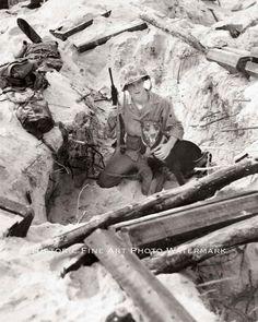 BATTLE OF IWO JIMA WWII PHOTO USMC MARINES WAR DOG BEACH FOXHOLE WW2 #20620