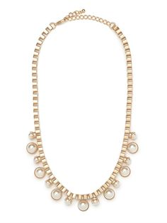 Downtown edge meets uptown sophistication in this spectacular statement necklace. With those tough-chic box chains and iridescent pearl pendants, it's the best of both worlds.