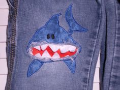 New Free of Charge Shark knee patch for patching broken pants Thoughts I enjoy Jeans ! And much more I love to sew my own Jeans. Next Jeans Sew Along I'm planning to d Sewing Hacks, Sewing Tutorials, Sewing Crafts, Sewing Projects, How To Patch Jeans, Patch Pants, Visible Mending, Make Do And Mend, Denim Ideas