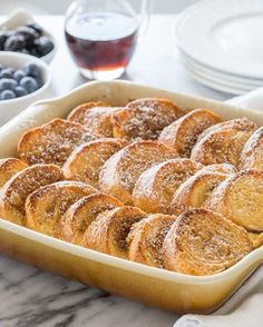 This Simple French Toast Bake is filled with loads of flavor and is also super customizable. Perfect for a weekend breakfast or brunch! Make French Toast, Overnight French Toast, Candied Pecans For Salad, Tacos, Christmas Breakfast, Christmas Morning, Xmas, Chocolate, Breakfast Recipes