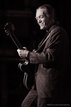 G.E. Smith playing in Boston. Photograph by @humbuckerphoto