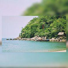 Ven a #Yelapa y explora este hermoso lugar, contempla sus hermosas aguas color esmeralda, sus refrescantes cascadas, ven a quédate unos días para relajarte, Casa Bahia Bonita cuenta con dos tipos de habitaciones y una vista increíble al mar y la bahía :D