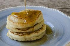 Lust auf Pancakes? Probier unbedingt diese fluffigen veganen Pancakes! Ganz ohne Ei, Mlichprodukte oder Banane und richtig einfach!