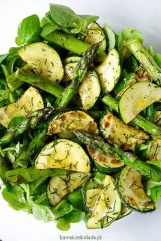 Sałatka ze szparagami i cukinią Healthy Recepies, Raw Food Recipes, Salad Recipes, Vegetarian Recipes, Cooking Recipes, Slow Food, Food And Drink, Healthy Eating, Yummy Food