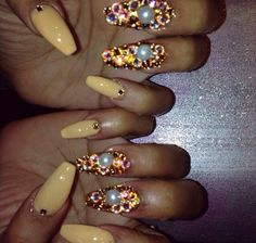 Find images and videos about fashion, nails and yellow on We Heart It - the app to get lost in what you love. Sexy Nails, Dope Nails, Fancy Nails, Bling Nails, Fabulous Nails, Gorgeous Nails, Pretty Nails, Finger, Creative Nails