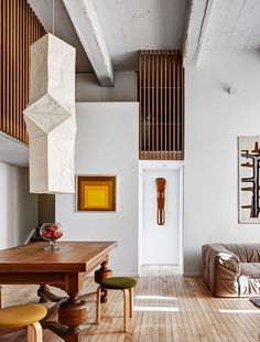 Sculptural Isamu Noguchi Akari Light adds a touch of oriental charm to the room