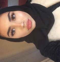 Find images and videos about girl, beauty and hijab on We Heart It - the app to get lost in what you love. Hijabi Girl, Girl Hijab, Hijab Outfit, Baby Hijab, Beautiful Hijab Girl, Beautiful Lips, Sexy Makeup, Makeup Looks, Muslim Fashion