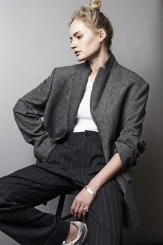 I love menswear-inspired looks. Look Fashion, Winter Fashion, Feminine Fashion, Suits For Women, Women Wear, Unisex Fashion, Womens Fashion, Fashion Gone Rouge, Masculine Style