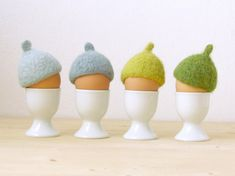 diy eierwärmer zu ostern muetze-idee-filz-eichel-blau-grau-gruen