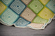 Granny Square patterns make the best crochet projects. The Two Tone Crochet Granny Square uses a crochet linen stitch that creates a nicely dense pattern. Crochet Square Blanket, Crochet Quilt, Granny Square Crochet Pattern, Crochet Squares, Crochet Motif, Crochet Stitches, Crochet Hooks, Crochet Patterns, Crochet Afghans