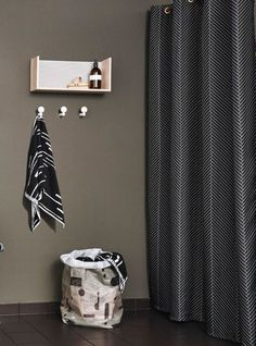Badeforhæng med smukt sildebensmønster, 'Herringbone', fra Oyoy til 399 kr. hos Moods.dk