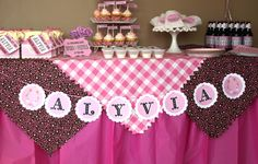 Love the table cloth idea... so cute and easy if I can find the right fabric