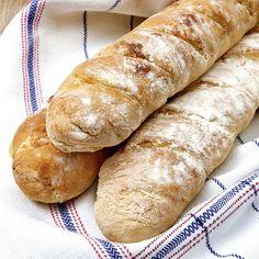 Nybakade baguetter passar perfekt till buffén eller som tillbehör till paj eller sallad.
