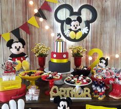 Mickey Mouse Birthday Party Dessert Table and Decor Mimi Y Mickey, Minnie Y Mickey Mouse, Fiesta Mickey Mouse, Mickey Mouse Baby Shower, Mickey Mouse Parties, Mickey Party, Theme Mickey, Mickey Mouse Clubhouse Birthday Party, Mickey Mouse Birthday