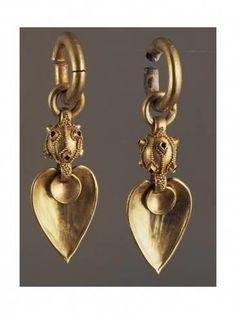 View top-quality stock photos of Gold Earrings Korea Goldsmiths Art Korean Civilisation Silla Kingdom Three Kingdoms Period Century. Ear Jewelry, Jewelry Art, Bridal Jewelry, Gold Jewelry, Fine Jewelry, Jewellery Earrings, Jewelry Ideas, Jewelry Armoire, Antique Jewelry