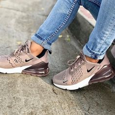 Nike Air Max 270 – Sepia Stone: Hier kaufen – added to our site quickly. hello sunset today we share Nike Air Max 270 – Sepia Stone: Hier kaufen – photos of you among the popular hair designs. Summer Sneakers, Nike Sneakers, Air Max Sneakers, Sneakers Fashion, Fashion Shoes, Yeezy Sneakers, Ootd Fashion, Fashion Outfits, Fashion Women