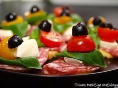 Crostini med italiensk salami, mozzarella, tomat, basilikum og oliven   TRINEs MATblogg