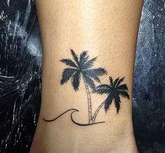 Tattoo praiana palmeira onda