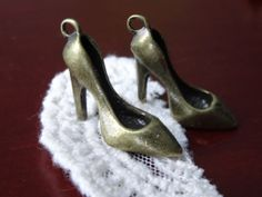 1 Set of 5 Vintage Style Pump Charms High Heel Womens by BuyDiy, $3.98