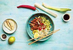 Asijské nudle s trhaným kuřecím masem - Recepty.cz - On-line kuchařka Flank Steak, Tableware, Kitchen, Skirt Steak, Dinnerware, Cooking, Tablewares, Kitchens, Dishes