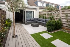 Gorgeous Backyard With Edging Lawn 18 (Gorgeous Backyard With Edging Lawn design ideas and photos Small Backyard Gardens, Backyard Patio Designs, Back Gardens, Outdoor Gardens, Small Backyard Landscaping, Back Garden Design, Backyard Lighting, Contemporary Garden, Design Ideas