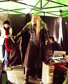 The Hobbit behind the scenes BTS - Lee Pace as Thranduil Fellowship Of The Ring, Lord Of The Rings, Happy King, Lee Pace Thranduil, Lotr Cast, Elf King, King Of My Heart, Legolas, Middle Earth