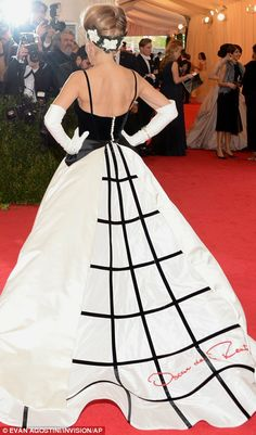 Drama queen: Sarah Jessica Parker made a very theatrical entrance in her black and white Oscar de la Renta gown