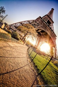 Amazing Views of Eiffel Tower, Paris (10 Pics)   See More Pictures   #SeeMorePictures