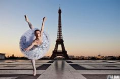 Bailarina posa em frente a Torre Eiffel (Foto: Little Shao)