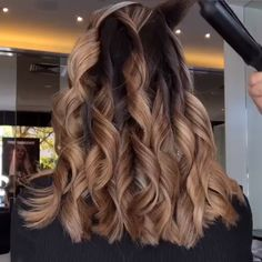 ghd curve® soft curl tong The ghd soft curl tong giving us wave envy ✨😍(evarna_toniandguy via Instag Curls For Long Hair, Big Curls, Blow Dry Hair Curls, Soft Curls For Medium Hair, Curly Hair, Soft Waves Hair, Large Curls, Wand Curls, Loose Waves