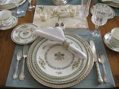 Elegant tablescapes - traditional - dining room