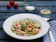 Spicy nudler med reker, agurk og reddiker Frisk, Pasta Salad, Potato Salad, Zucchini, Chili, Potatoes, Vegetables, Ethnic Recipes, Food