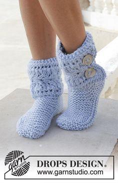 Pantuflas de punto con patrón de calados y punto musgo. Números 35 – 43. Las piezas están tejidas en DROPS Eskimo.