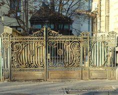 Art Nouveau style wrought iron gate in old Bucharest Old Gates, Metal Gates, Wrought Iron Gates, Main Gate Design, Fence Design, Balustrades, Art Nouveau Design, Art Deco, Historic Properties