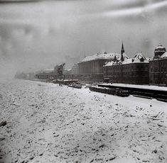 Nahromadenie ľadu na Dunaji uvoľňovali aj bombardovaním Ur Beautiful, Bratislava, Winter Time, Old Photos, Winter Wonderland, Paris Skyline, Architecture, Times, Travel
