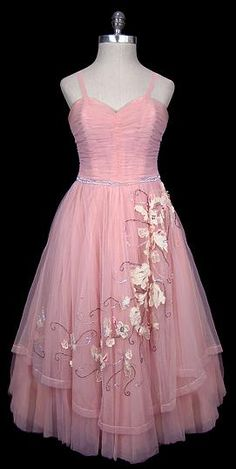 Dress Christian Dior, fashion The Frock pink vintage Vintage Dior, Vintage Couture, Vintage Glamour, Vintage Vogue, Vintage Dresses, Vintage Outfits, 1950s Dresses, Pink Tulle, Pink Dress