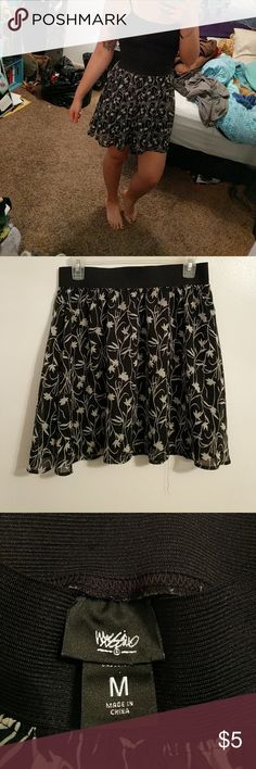 High waisted flowy mini skirt Flowy mini skirt with thick elastic band at the top. Black with white flower print Skirts Circle & Skater