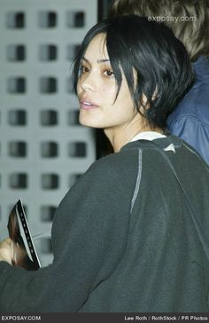 http://www.exposay.com/celebrity-photos/shannyn-sossamon-solaris-hollywood-premiere-arrivals-0EW4XO.jpg