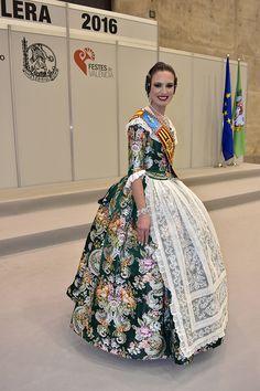 Galafallera 02 Folk Costume, Costumes, Estilo Popular, Folk Fashion, Prom Dresses, Formal Dresses, Cheryl, Dress Patterns, Doll Clothes