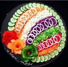 Decorating cold plates for Easter: 18 creative id - Food Carving Ideas Veggie Platters, Veggie Tray, Food Platters, Vegetable Salad, Salad Decoration Ideas, Vegetable Decoration, Salad Design, Food Design, Food Carving